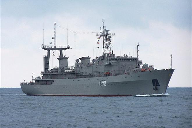 Cотрудники экстренных служб остановили пожар насудне ВМС Украины Донбасс, пострадавших нет