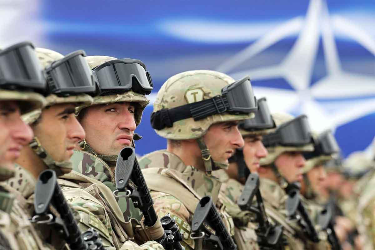 Столтенберг поздравил Трампа спобедой ипригласил насаммит НАТО